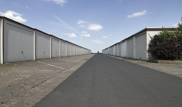 Pros and cons of shared storage units