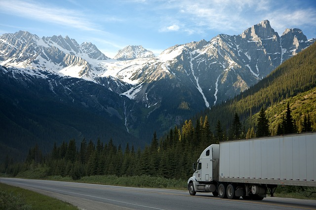 a moving truck - find the best office movers in Mississauga