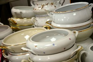 gold trim dinnerware