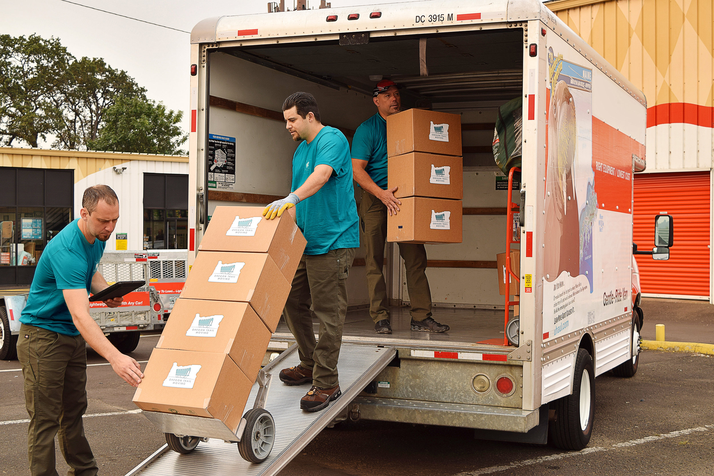 Locate moving companies Midland, ON