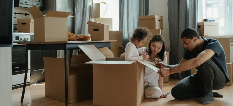 Family using sturdy boxes from one of the best moving companies Hamilton