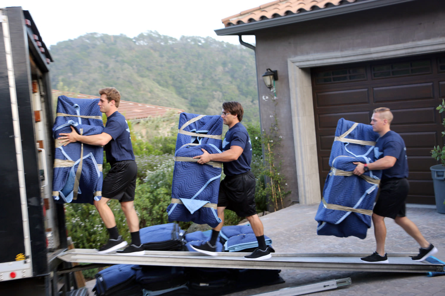 We provide you with residential and commercial moving services in Pickering, Ontario and beyond.