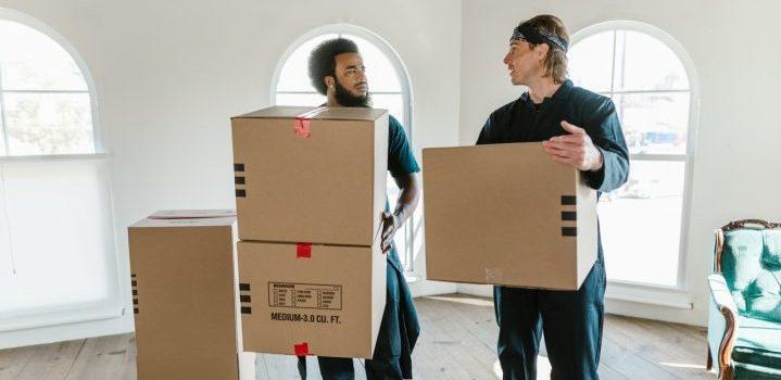 Oshawa and Burlington movers carrying boxes