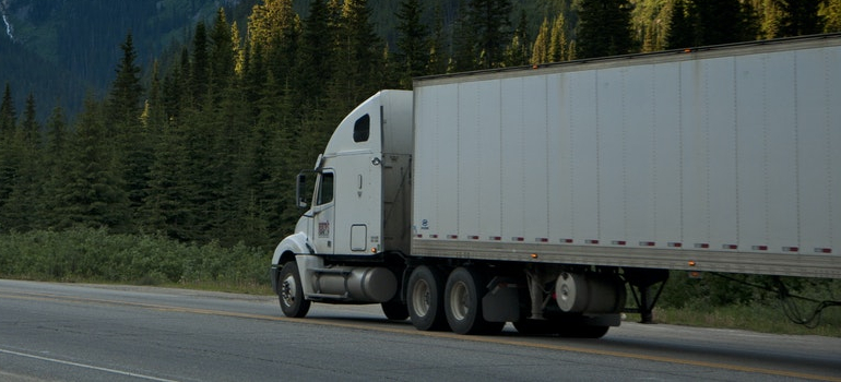 image of a right moving truck size